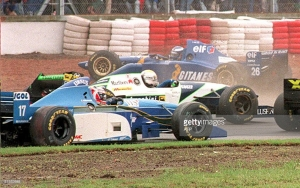 The first lap incident at the 1995 Argentine GP between Olivier Panis, Luca Badoer, Mika Salo, Rubens Barrichello and Ukyo Kataymama. All rights reserved to Getty Images and AFP.
