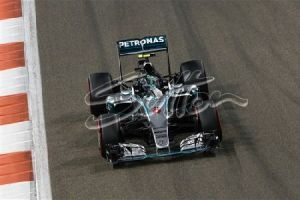 Nico Rosberg leads the race in the final stages. All rights reserved to Sutton Images.